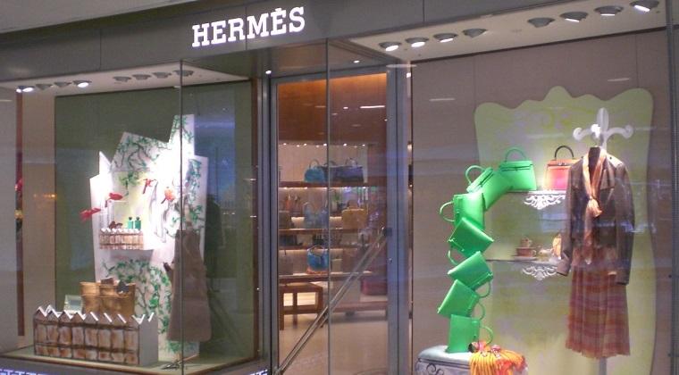 Record mondial: O geanta Hermes, vanduta la licitatie cu 243.000 de dolari