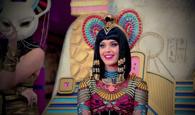 Hacker roman a piratat contul de Twitter al canteretei Katy Perry