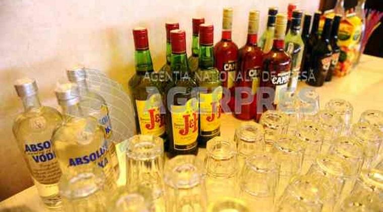 Un sfert dintre romani consuma alcool zilnic. Preferate sunt berea si vinul