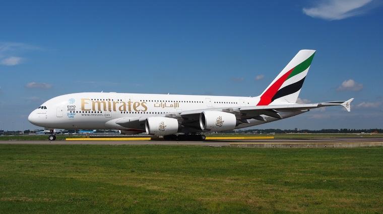Un chinez s-a ascuns in cala unui avion Emirates spre Dubai, dupa ce a auzit ca acolo si cersetorii castiga bine