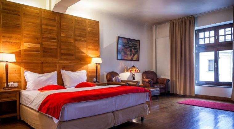 Hotelul Rembrandt din Centrul Vechi este de vanzare
