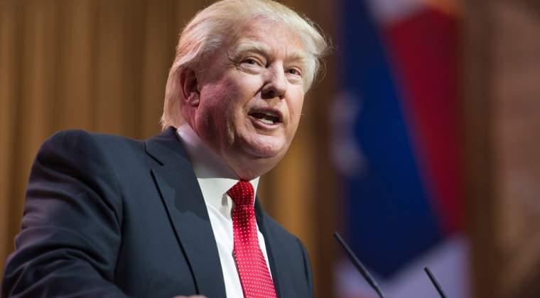 Clinton il devanseaza pe Trump cu un scor de doua cifre in intentiile de vot la nivel national