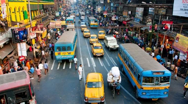 Guvernul indian vrea sa vanda pe Internet apa din fluviul sacru Gange, considerat unul dintre cele mai poluate din lume