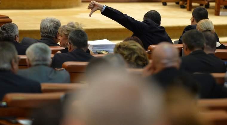Cat de interesati sunt romanii de parlamentarii pe care i-au ales sa le decida finantele, libertatile, viitorul