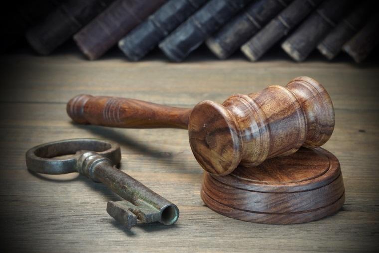 Directori ai Administratiei Bazinale Dobrogea- Litoral, pusi sub urmarire penala pentru mai multe acte de coruptie legate de inchirierea plajelor