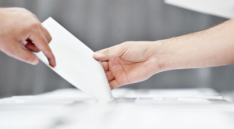 Robert Negoita, Emil Boc si Olguta Vasilescu, primarii alesi cu cele mai multe voturi; la polul opus, un edil cu 66 de voturi