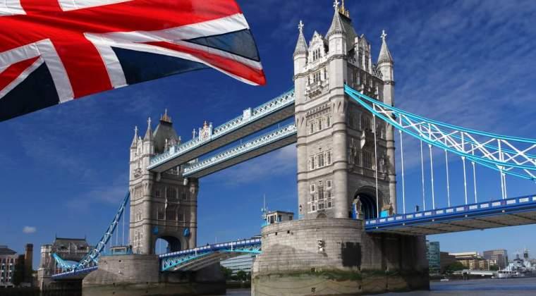 Veste pentru absolventi: elevii romani care iau minim sase la Bacalaureat pot fi acceptati la studii in Marea Britanie