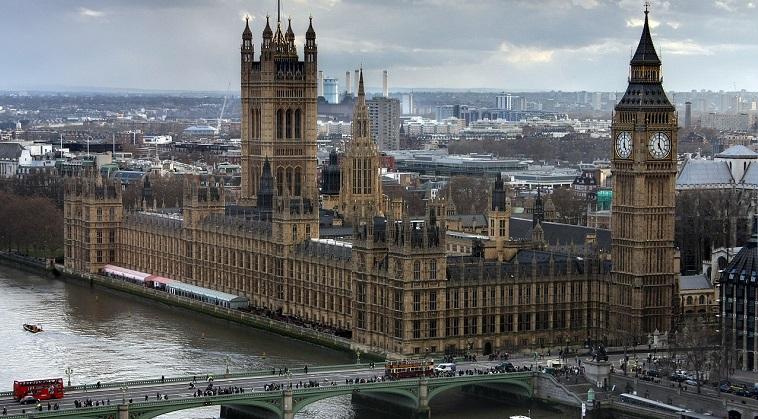 Actiunile sunt asteptate sa cada cu 25% in cazului unui Brexit, insa leul trece fara probleme de referendumul britanic