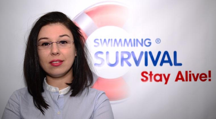 Un antrenor de natatie din Brasov a investit 18.000 euro intr-un program care te invata sa supravietuiesti in apa