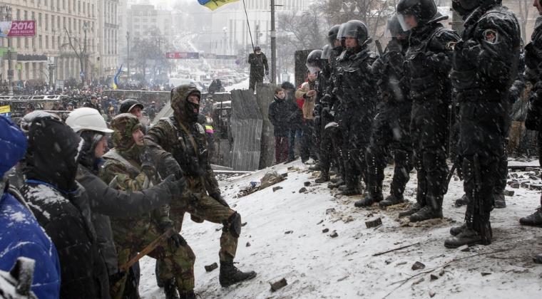 NATO: Jens Stoltenberg acuza ca armistitiul din estul Ucrainei abia rezista, ca urmare a incalcarilor comise de rebelii pro-rusi