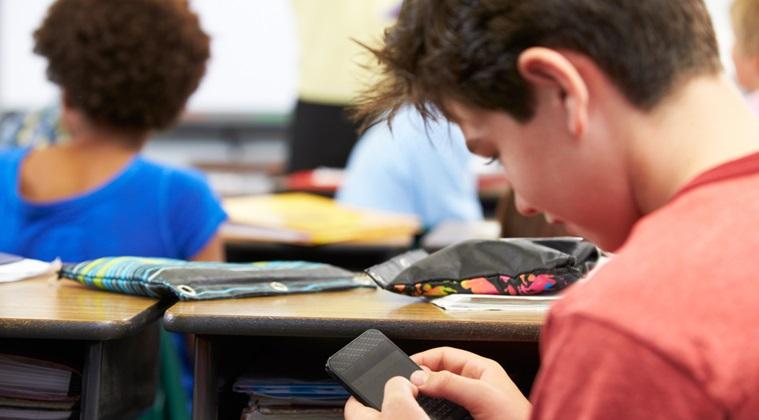 Proiect: Telefoanele mobile, interzise la cursurile din scoli
