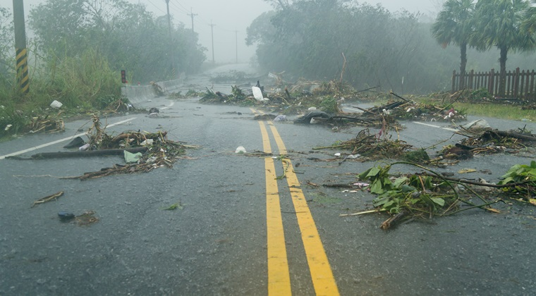 Inundatii in tara: grindina a distrus gospodarii si masini dupa o furtuna puternica