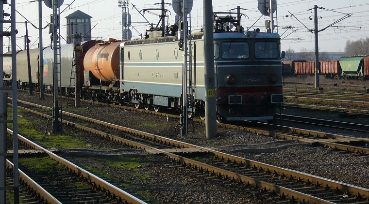 Un tren plin cu pasageri care se intorceau de la mare s-a defectat pe calea ferata