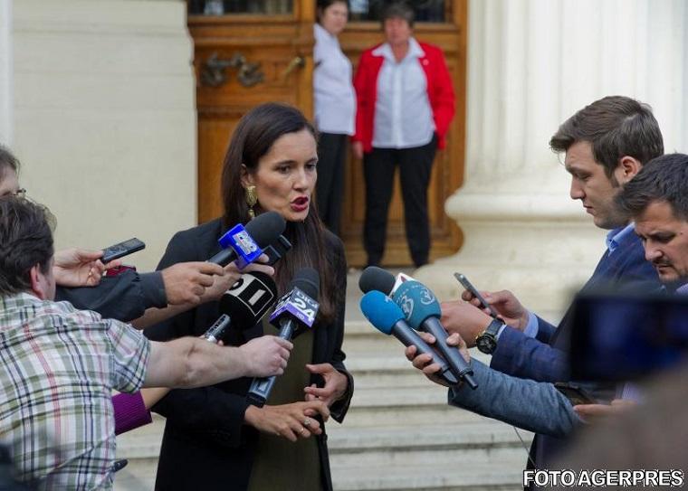 Clotilde Armand: Cerem limitarea numarului de parlamentari la maximum 300 care sa lucreze 8 ore pe zi