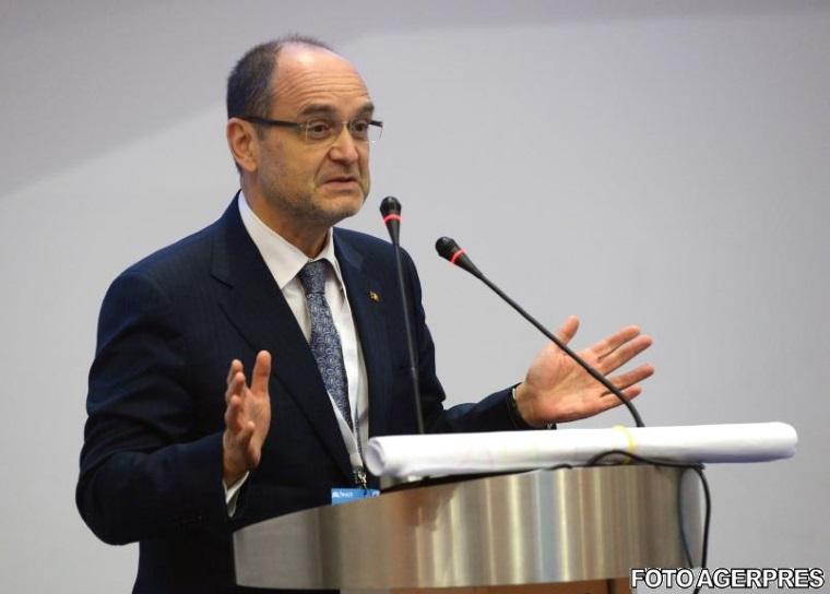 Adrian Curaj, ministrul Educatiei: Intoducerea examenului de admitere la liceu ar trebui luata in calcul