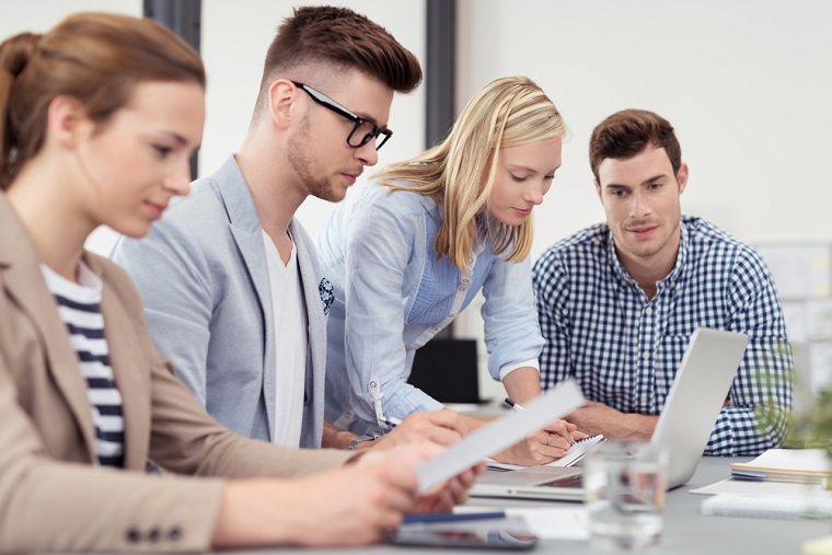 Adrian Barbu, fondator al theConsultant: Companiile nu investesc in angajatii tinerii, insa pregatirea lor ar trebui sa fie obligatorie