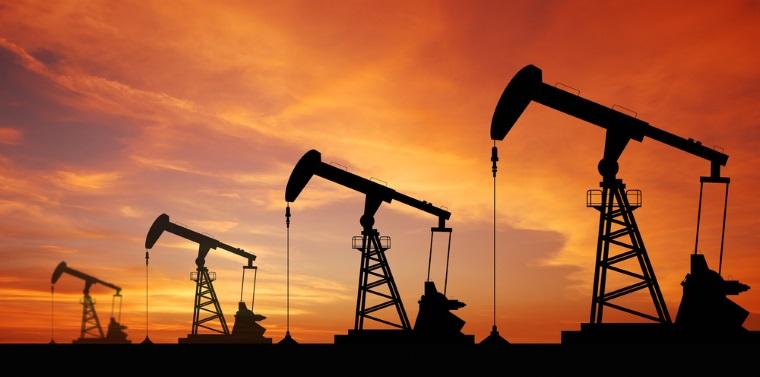 Petrolul depaseste 50 de dolari pe baril, dupa scaderea stocurilor in SUA
