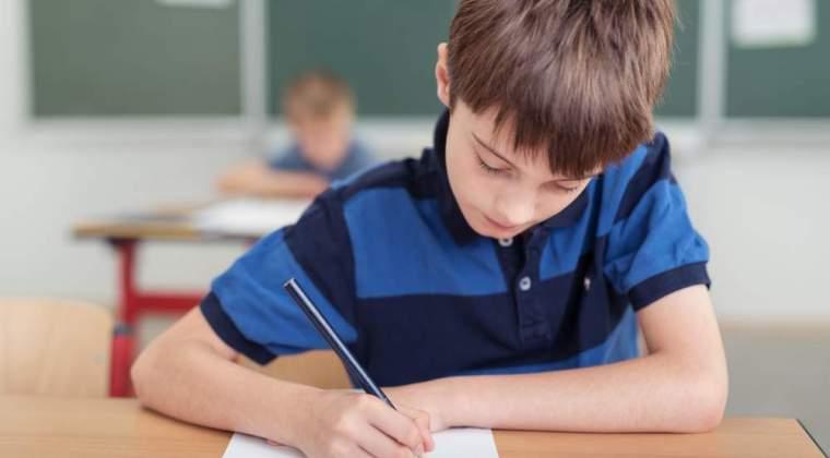 Peste 153.000 de absolventi de clasa a VIII-a incep luni Evaluarea Nationala cu proba scrisa la limba romana