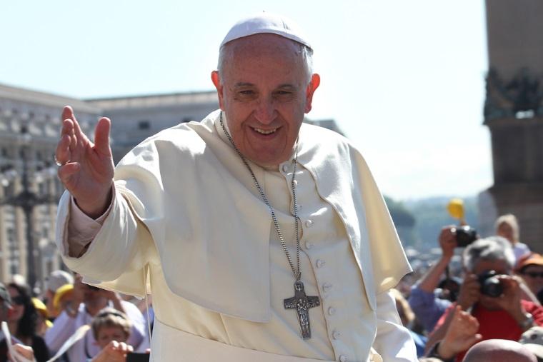 [Video] Papa Francisc a folosit o masina Logan in timpul vizitei sale din Armenia