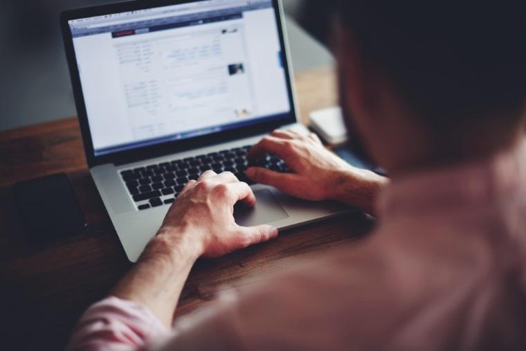 Internetul romanesc, la mare viteza: Peste jumatate din liniile de internet fix din Romania sunt de mare viteza, cu mult peste media din UE