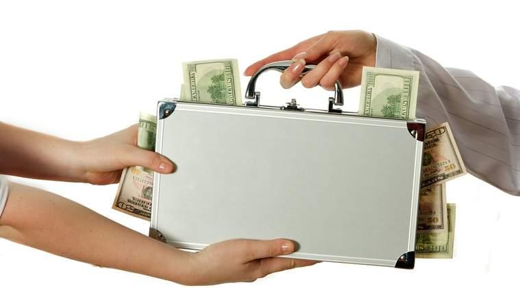 Topul celor mai mari salarii ale reprezentantilor statului: cine depaseste 30.000 de euro pe luna