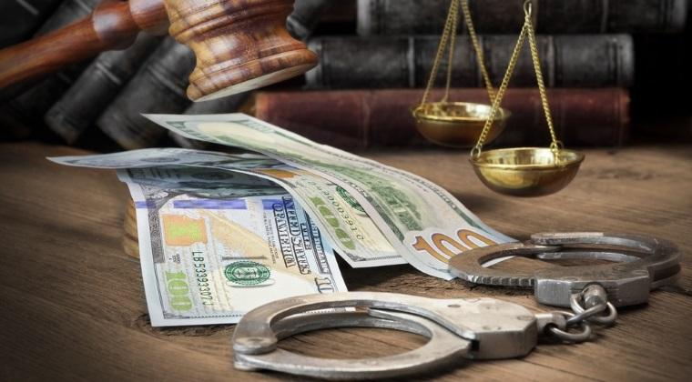 Fostul director al societatii de asigurari din Eximbank, judecat pentru ca a cheltuit bani din companie pe vacante, ceasuri de lux, pantofi si parfumuri