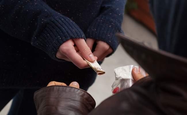 Trei ofiteri sub acoperire si trei colaboratori ai Politiei s-au infiltrat in reteaua care a adus cocaina in Romania
