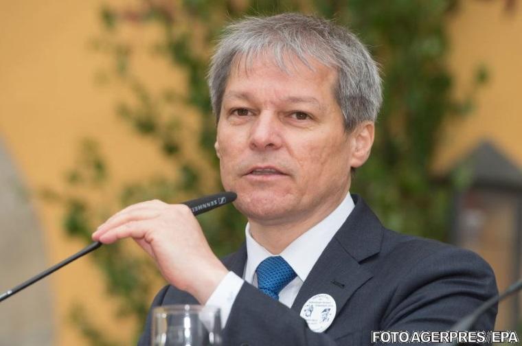 Dacian Ciolos schimba patru ministri: Adrian Curaj, Marius Bostan, Dan Stoenescu si Dan Costescu