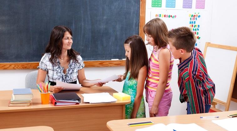 Senatorii propun noi criterii pentru pensionarea profesorilor