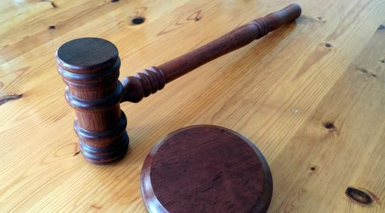 Judecatoare din Arad condamnata la patru ani de inchisoare dupa ce a luat mita, trimisa in judecata in alt dosar de coruptie