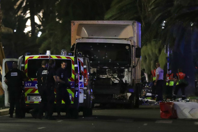 Teroare in Nice, Franta: zeci de oameni ucisi