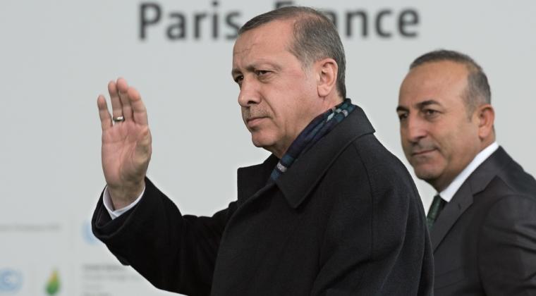 Recep Tayyip Erdogan i-a acuzat pe organizatorii puciului ca au vrut sa il asasineze, bombardand hotelul unde era cazat