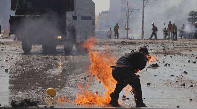 Presupusi sustinatori AKP, partidul lui Recep Tayyip Erdogan, au decapitat un militar la Istanbul