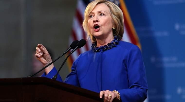 Hillary Clinton il devanseaza cu 12 puncte procentuale pe Donald Trump, care intra in conventia republicana ca outsider