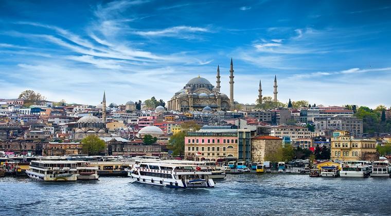 Istanbul sub stare de urgenta: Seful Politiei a primit instructiuni sa doboare orice elicopter care se ridica de la sol fara autorizatie