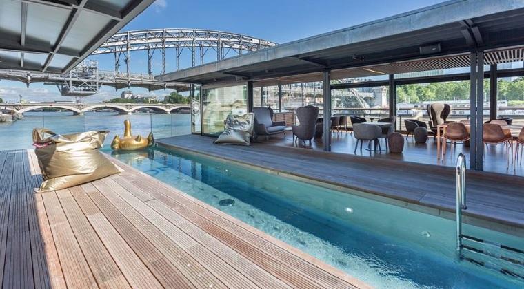 Cum arata primul hotel pe apa din Paris, unde o noapte de cazare costa mai putin decat in Mamaia