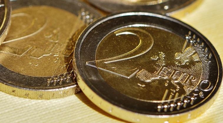 Vesti bune pentru romanii care au credite in euro. Euribor la 3 luni este la un nou minim istoric, de -0,3%