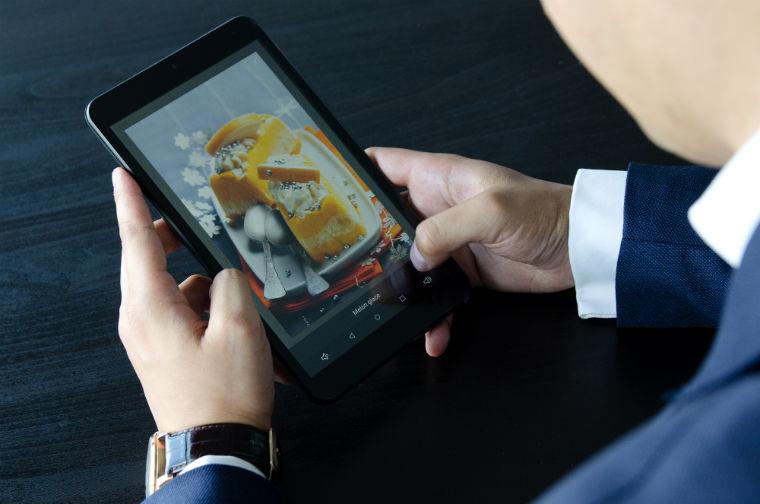 Era digitala, meniu digital: Cat cheltuiesc restaurantele pe printarea meniurilor si cat ar costa digitalizarea acestora