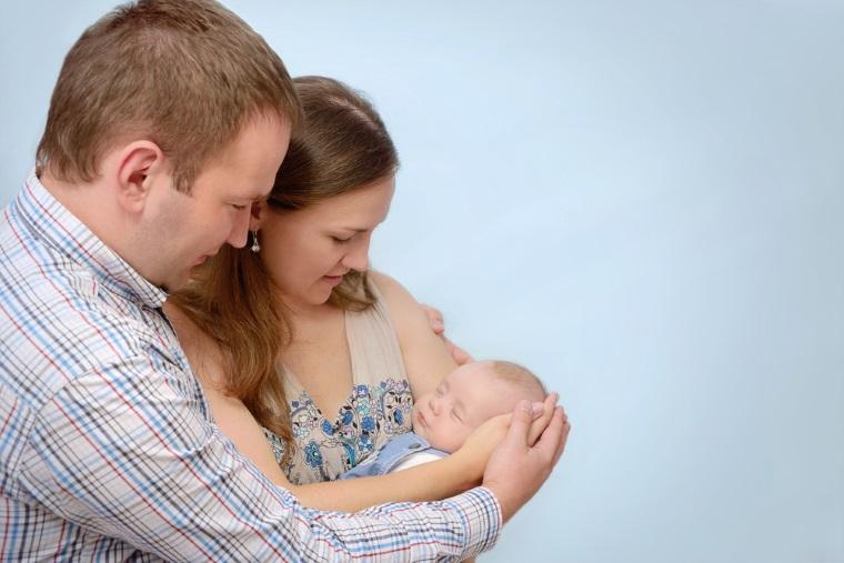 CCR: Aviz pozitiv initiativei de revizuire a Constitutiei pentru definirea familiei formata din barbat si femeie