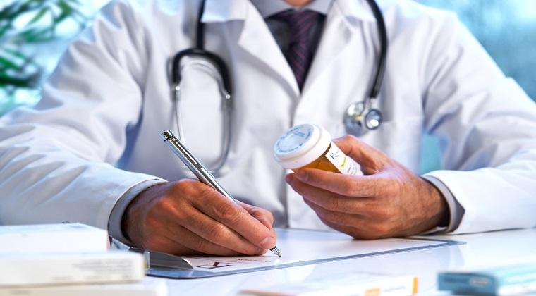 Retete compensate integral, emise pentru pacienti care murisera cu 10 ani inainte