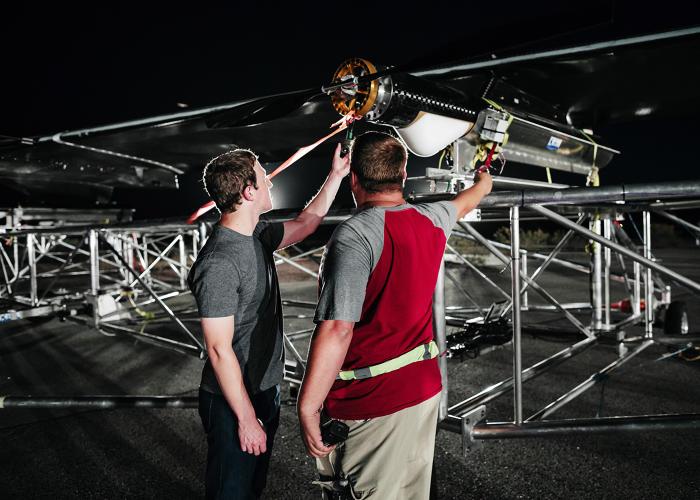 Facebook isi ia zborul: primul test al dronei solare care va transmite Internet