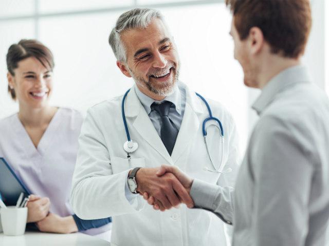 De ce poarta doctorii halate medicale. Iata cum a fost aleasa aceasta uniforma pentru medici