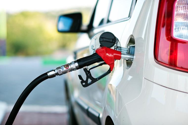 Cum a ajuns Romania sa le vanda benzina arabilor. Carburantii romanesti propulseaza bolizii emirilor din Dubai si din Arabia Saudita