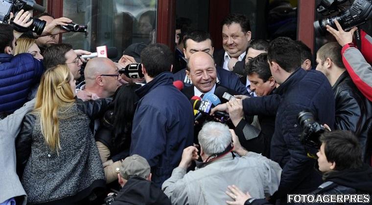 Firea vs Basescu: Procurorul general a infirmat trimiterea in judecata a fostului presedinte, in dosarul cu Firea. Ancheta va fi reluata