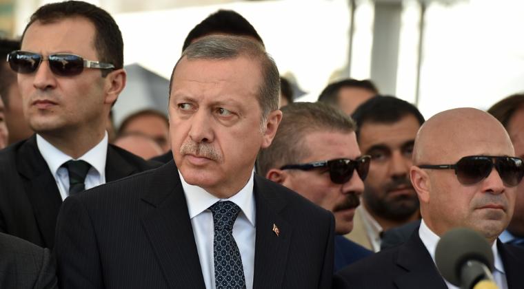 Erdogan va renunta la procesele penale impotriva turcilor care l-au insultat