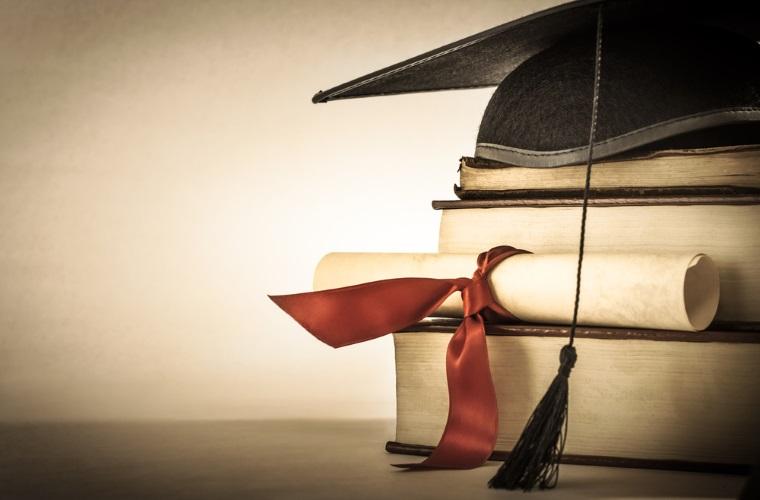 MENCS: Elevii din clasele a XI si a XII vor avea, in premiera, manuale gratuite