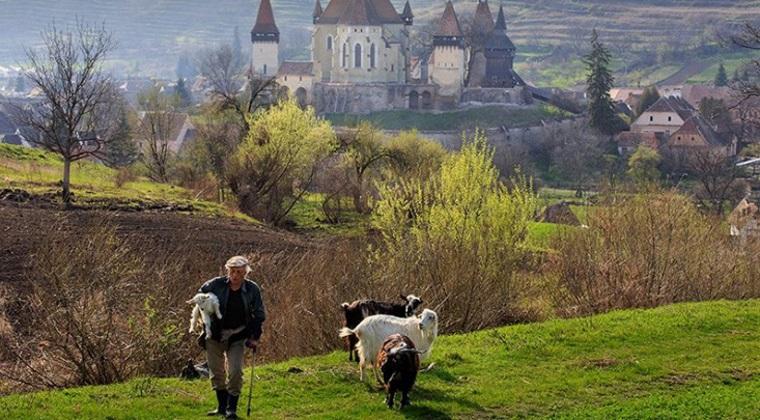 """Biertan, satul din centrul tarii considerat """"o destinatie ireala"""" alaturi de Seychelles, Provence si Thailanda"""