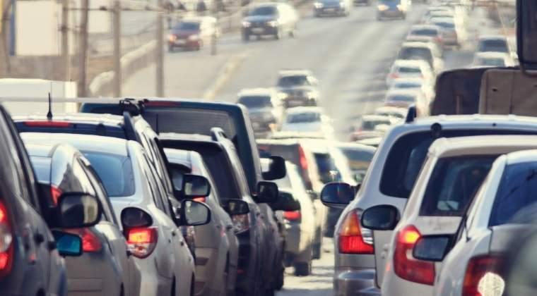 Trafic rutier intens pe Valea Prahovei: se circula ingreunat in Comarnic si Busteni