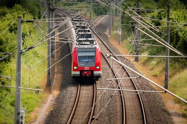 Un barbat a injunghiat sapte persoane si a provocat un incendiu intr-un tren in Elvetia