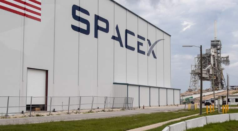 SpaceX a plasat pe orbita un satelit